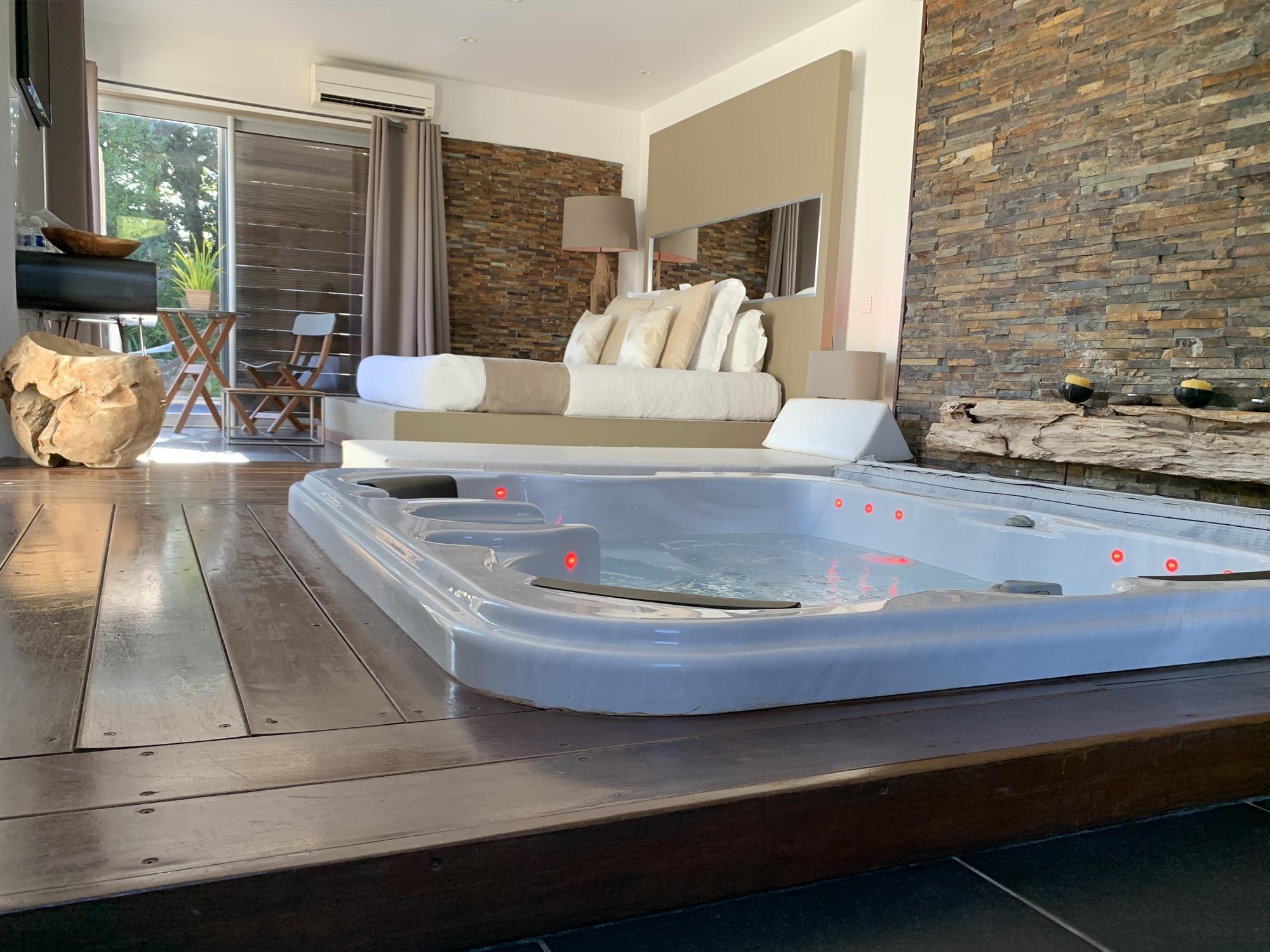 Suite 609 - Suites avec spas intérieurs et piscines chauffées privatives